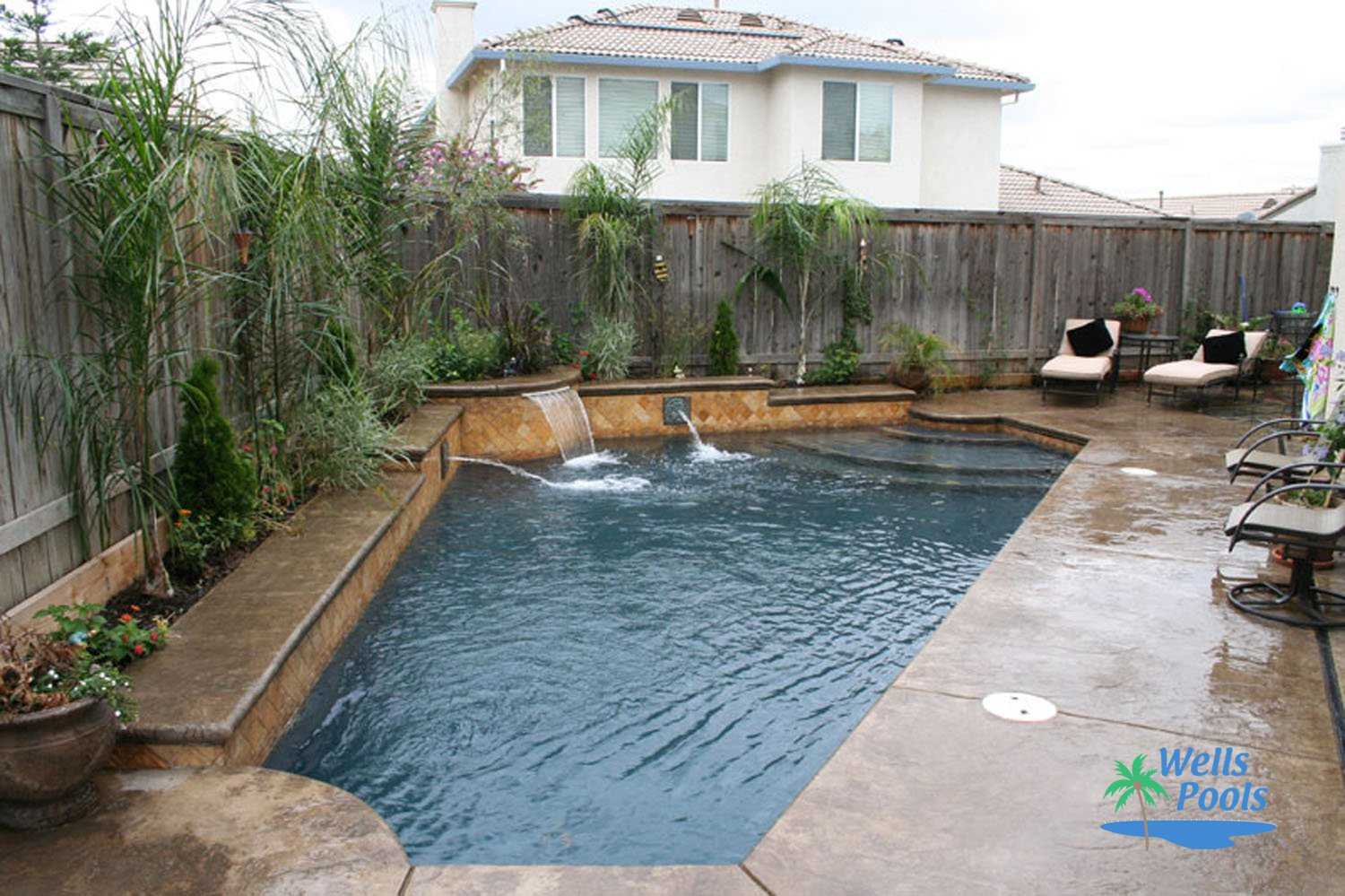 Custom water features sacramento folsom el dorado hills for Pool design ideas for small backyards
